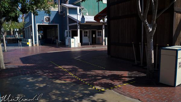 Disneyland Resort, Disney California Adventure, Pacific Wharf, Black and Yellow, Lines, Queue