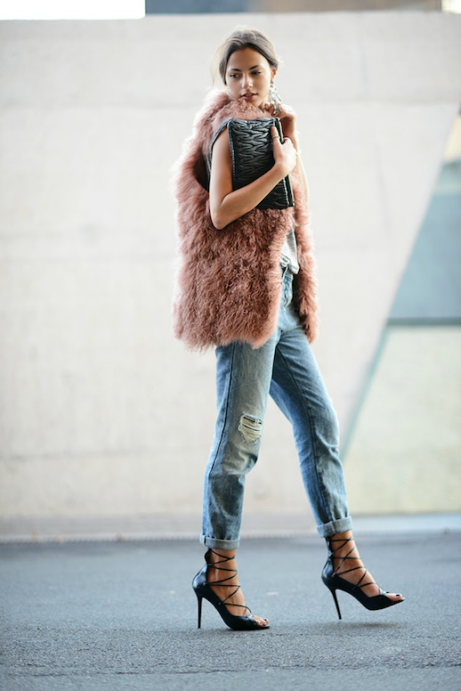 LE FASHION BLOG DUSTY ROSE MONGOLIAN FUR VEST GREY GRAY MUSCLE TANK TOP DISTRESSED BOYFRIEND JEANS STRAPPY LACE UP HEELS MIU MIU QUILTED CLUTCH LOW BUN CHIGNON BEAUTY PINK FEATHER VEST FASHION VIBE 1 Jeans: Bershka, T-shirt: Topshop, Heels: MAS34, Clutch: Miu Miu, Earrings: Zara, Vest: Hoss Intropia photo LEFASHIONBLOGPINKFEATHERVESTFASHIONVIBE1.png