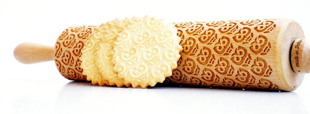 Veja este criativo rolo de madeira que imprime padrões decorativos 05