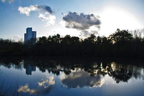 jeu de nuages et de reflets-parc des ulis.