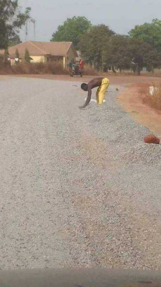 Residents Steal Gravel From Road Construction That Is In Ongoing (Photos)