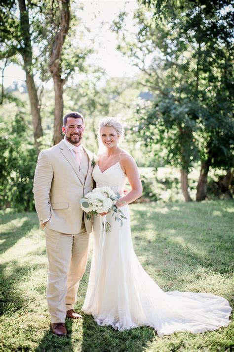 A Neltner's Farm Wedding by Amanda May Photos