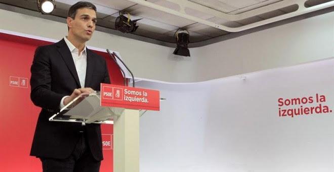 El secretario general del PSOE, Pedro Sánchez, durante la rueda de prensa que ofreció hoy tras la declaración del presidente del Gobierno, Mariano Rajoy, como testigo en el juicio por la primera época de la trama de corrupción Gürtel. EFE/Víctor Lerena