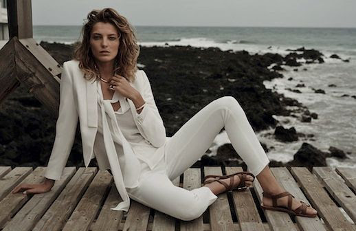 LE FASHION BLOG DARIA WERBOWY MANGO SPRING 2014 CAMPAIGN EFFORTLESS COLLECTION SIDE PART BEACHY WAVES WAVY SHORT HAIR CUT TAN BRONZE NATURAL BEAUTY WHITE CROPPED TUXEDO STYLE JACKET TIE BOW FRONT TOP BLOUSE WHITE SKINNY PANTS DENIM TROUSERS BROWN FLAT SANDALS 7 photo LEFASHIONBLOGDARIAWERBOWYMANGOSPRING2014CAMPAIGN7.jpg