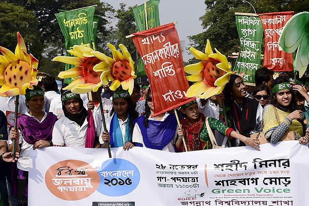 Bengaleses participam de marcha pelo climas em Dhaka; conferência sobre o clima tem inicio nesta segunda (30)