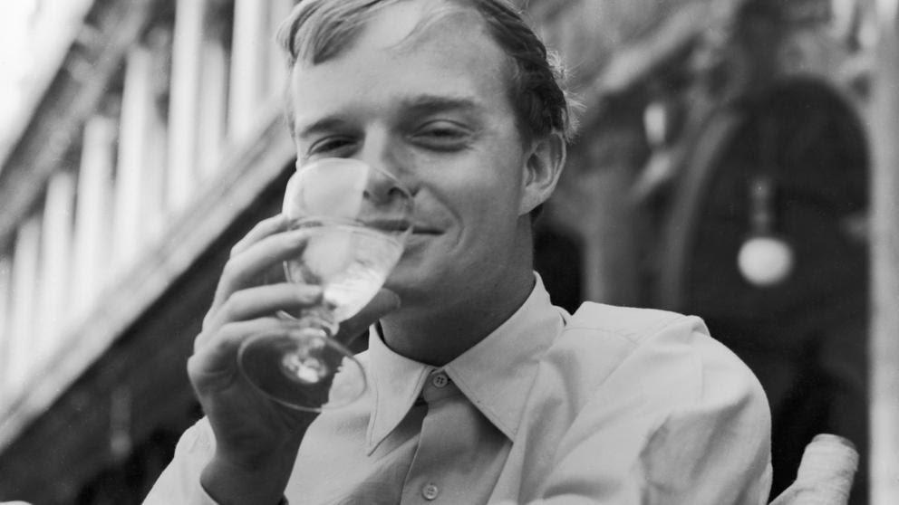 Padecía epilepsia, abusaba del valium y del alcohol y se declaró gay; era Truman Capote