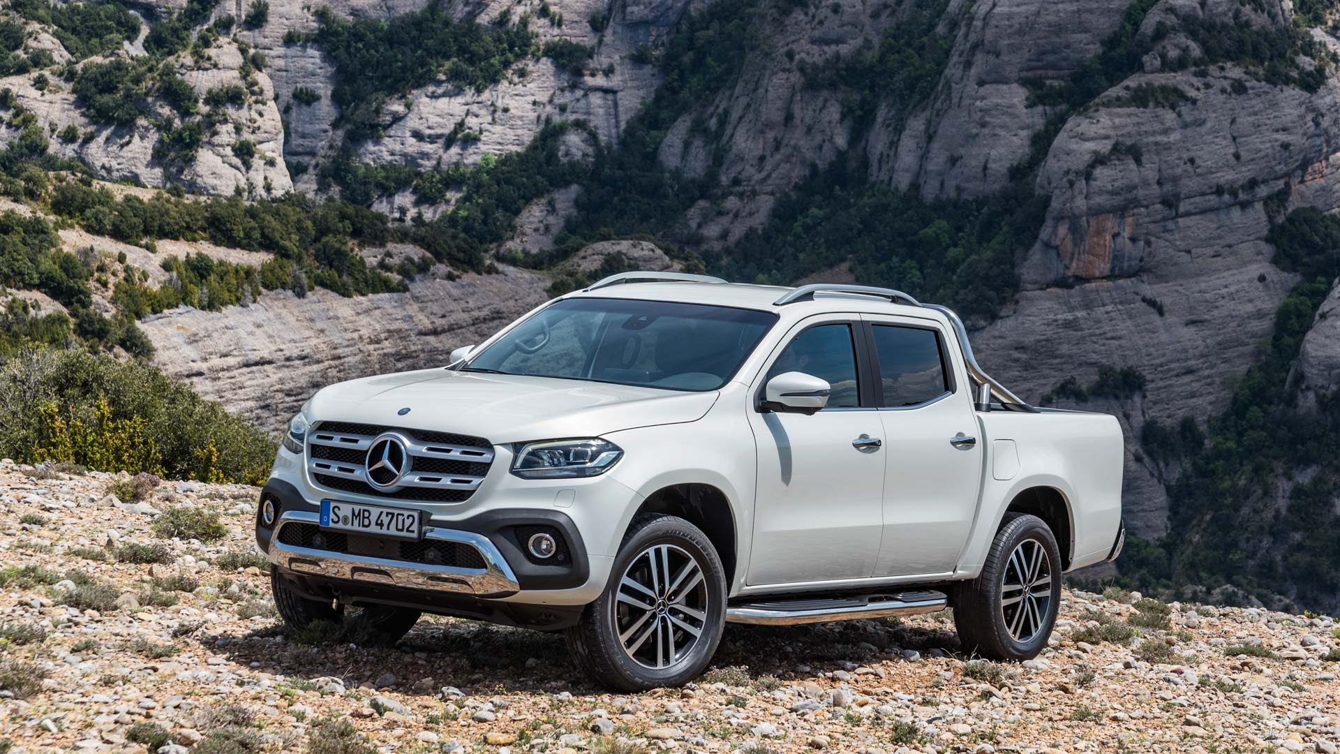 Mercedes-Benz X-Class debuts in South Africa, priced at € ...