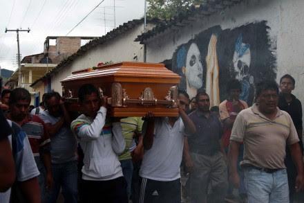 Sepelio de uno de los normalistas asesinados en Iguala, Guerrero. Foto: José Luis de la Cruz