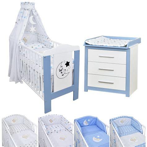 babyzimmer babybett teddy wickelkommode blau bettwaesche