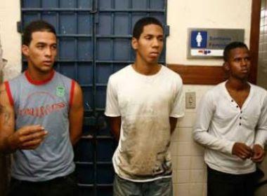 Camaçari: Gêmeos são brutalmente agredidos por andarem abraçados; um não resistiu