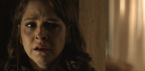 Carolina fica transtornada ao ver Angel e Alex na cama