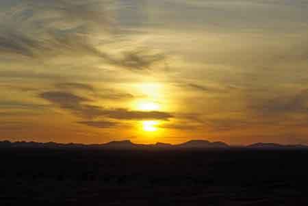 coucher du soleil sur les dunes de Merzouga - sud du Maroc