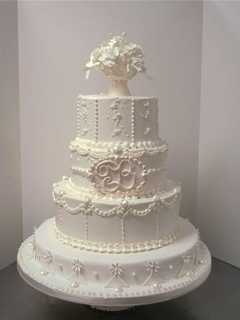 Stunning Wedding Cake ~ Cake Idea   Red Velvet   Wedding