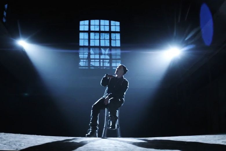 Eminem : Guts Over Fear (Video) photo eminem-featuring-sia-guts-over-fear-music-video-0.jpg