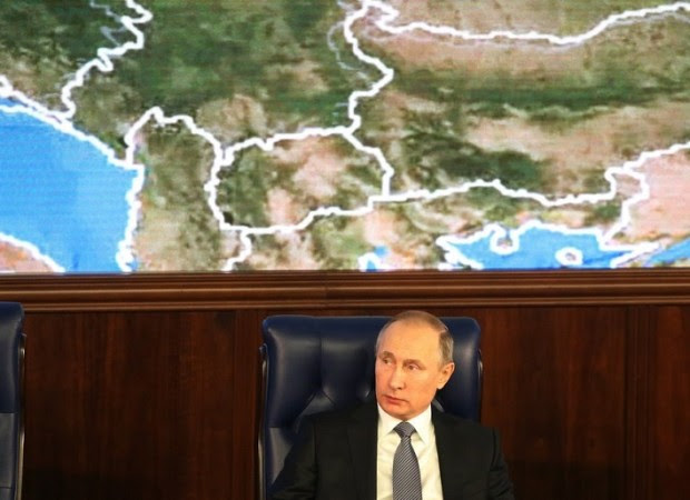 MOSCOW, RUSSIA - DECEMBER,11:  (RUSSIA OUT)  Russian President Vladimir Putin attends an annual meeting with high ranking officers of the Defence Ministry Board on December 11, 2015 in Moscow, Russia.. The President instructed that in undertaking its anti-terrorist operation in Syria, the Ministry of Defense must coordinate its actions with Israeli command and the US-led anti-Daesh coalition. (Photo by Sasha Mordovets/Getty Images)