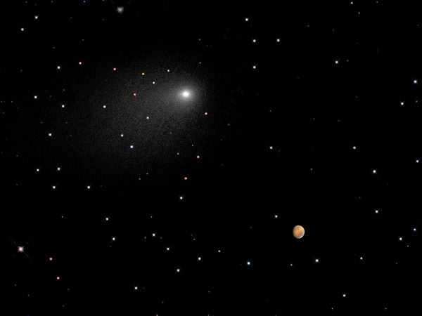 A composite image of comet Siding Spring and Mars, as taken by the Hubble Space Telescope on October 18-19, 2014.