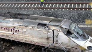 Ver vídeo  'Los trenes como el Alvia que descarriló funcionan con dos sistemas de seguridad'