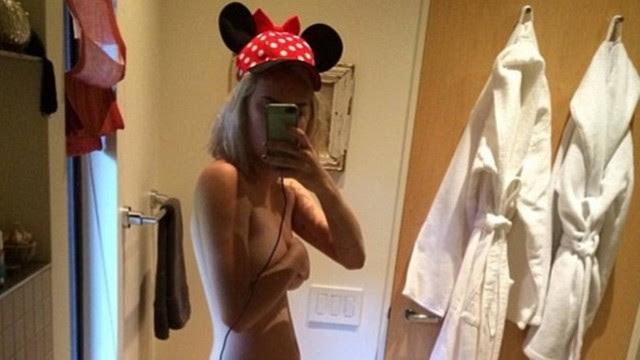 """Tallulah Willis mostra corpo em """"selfie"""" comparilhado no Instagram"""
