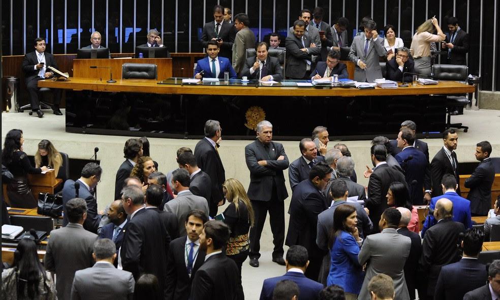 Deputados reunidos no plenário da Câmara, durante sessão na última semana (Foto: Luis Macedo/Câmara dos Deputados)