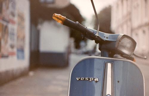 vintage vespa by fotastisch