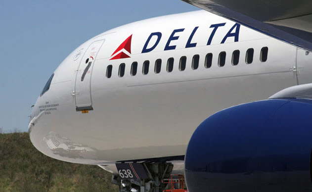 Delta to pay $10,000 to customers who voluntarily give up seat