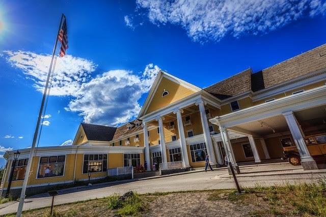 Yellowstone Lake Hotel
