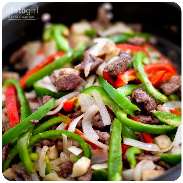Sunday cooking: Two Color Pepper Steak with Potatoes for the week {recipe}