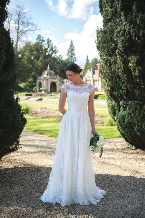 Wedding dresses to suit your body shape   Love Our Wedding