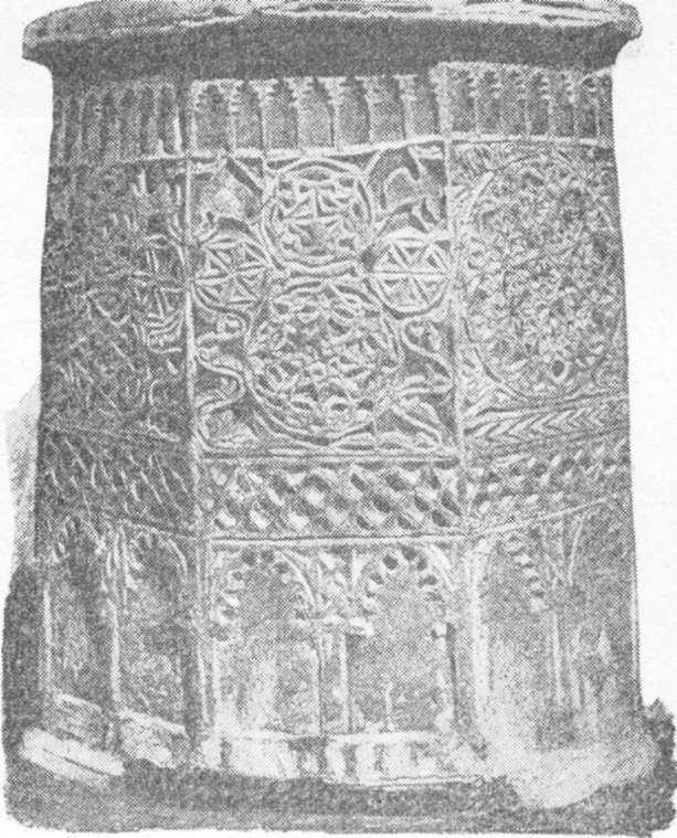 படம் 283 - கோர்டோபாவில் ஒரு அரேபிய கிணற்றிலிருந்து கல் முனை;  இரண்டாவது புகைப்படம்.