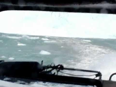 Παγετώνας προκαλεί τσουνάμι και τρόμο σε τουρίστες (video)