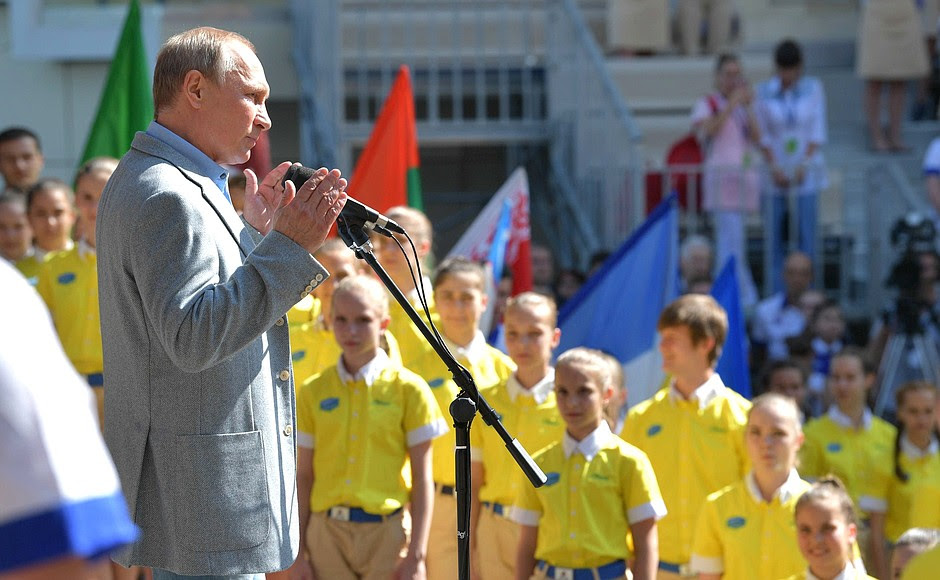 During his visit to Artek Mr Putin took part in the opening ceremony for the seventh shift of 2017 dedicated to Samantha Smith, an American schoolgirl who visited the USSR as a Goodwill Ambassador and became a symbol of international children's diplomacy.