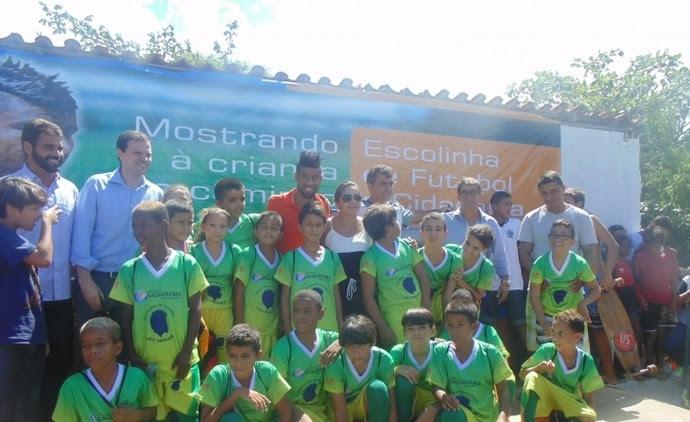 Léo Moura inaugura escolinha de futebol em Saquarema (Foto: Divulgação/Prefeitura de Saquarema)