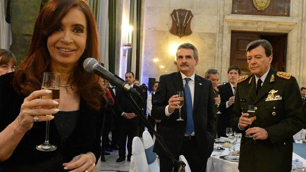 La Presidenta, Milani y Rossi, el año pasado, en la Cena de Camaradería. Presidencia de la Nación