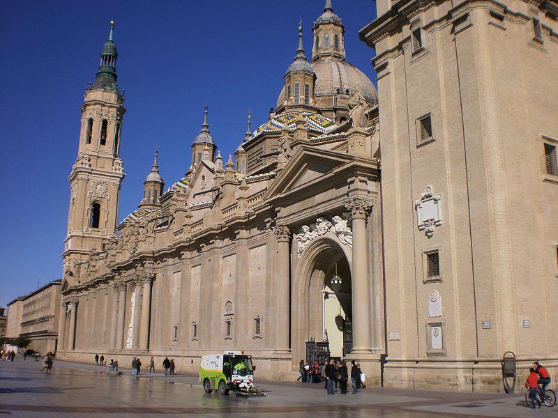 File:Basilica del Pilar 02.JPG