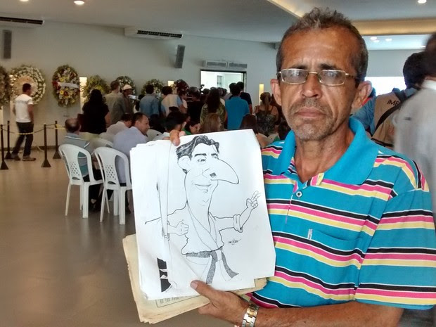 Josué Cargoso ainda guarda charges feitas por Shaolin (Foto: Artur Lira/G1)