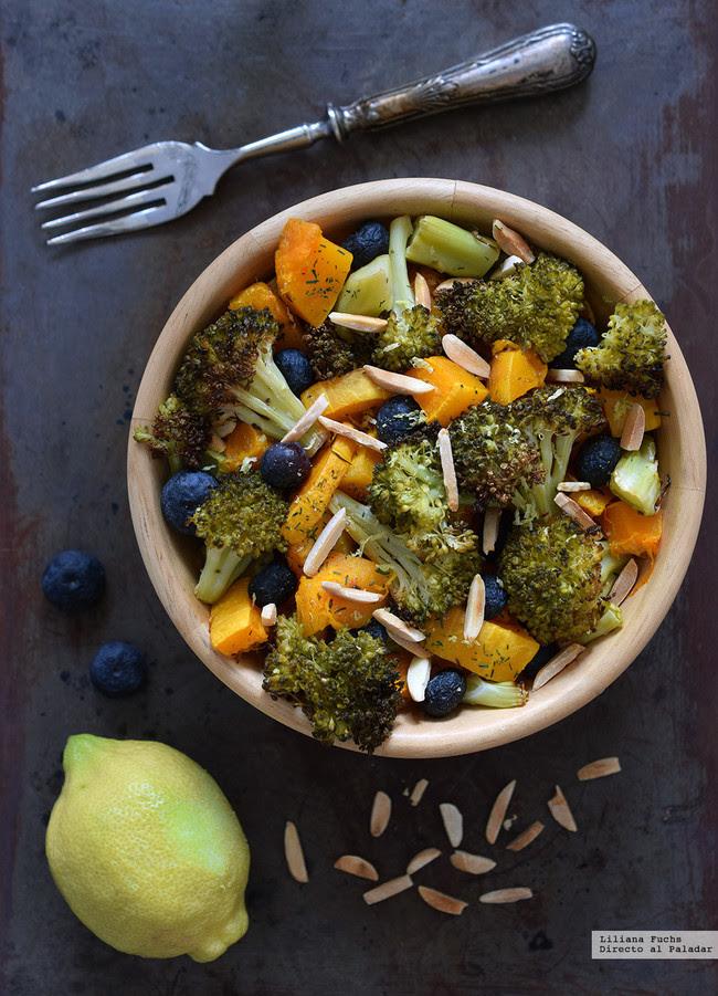 Calabaza asada con brócoli crujiente, arándanos y almendras