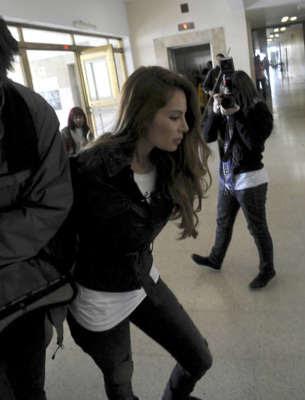La modelo colombiana Angie Sanclemente es trasladada a un tribunal de Buenos Aires (Efe).