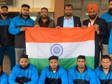 The unofficial 'Indian' contingent poses with the tricolour ahead of the Kabaddi Worlds in Pakistan. Image credit: Twitter/@KabaddiIndia