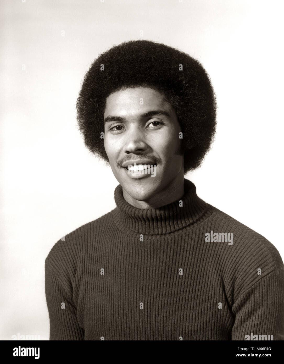 1970 S 1975 Lächelnde Afrikanische Amerikanische Mann Portrait