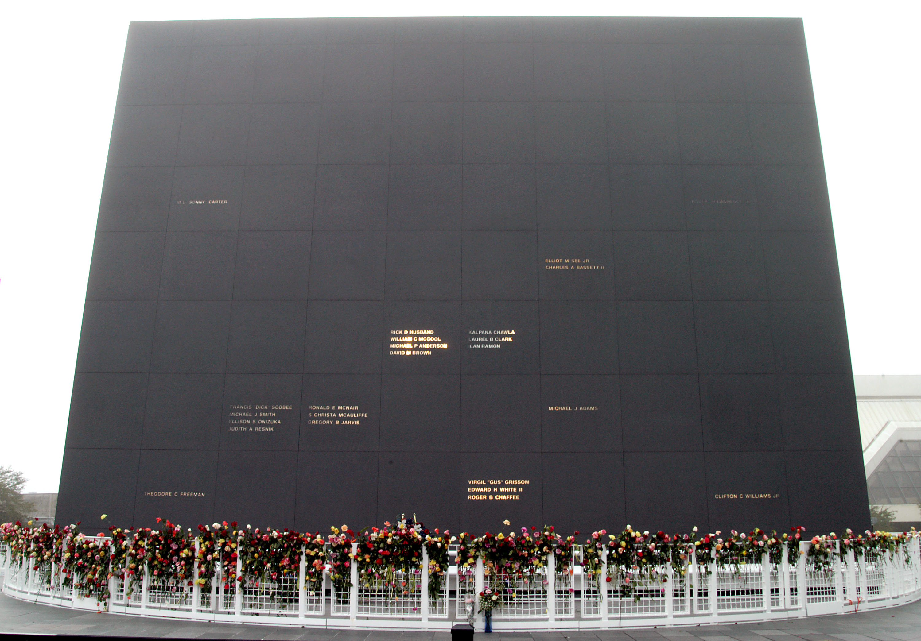 The Space Mirror Memorial was dedicated in 1991 to honor those lost in pursuit of the exploration of space