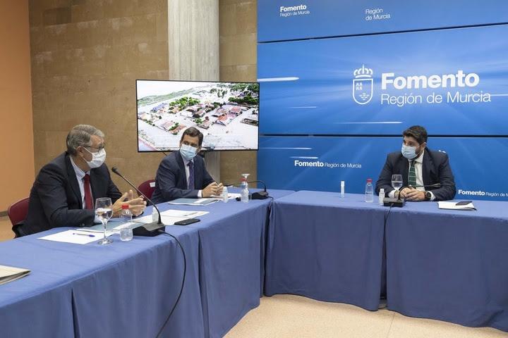 López Miras, durante la constitución de la Mesa de coordinación interadministrativa para prevenir las inundaciones en la Región de Murcia