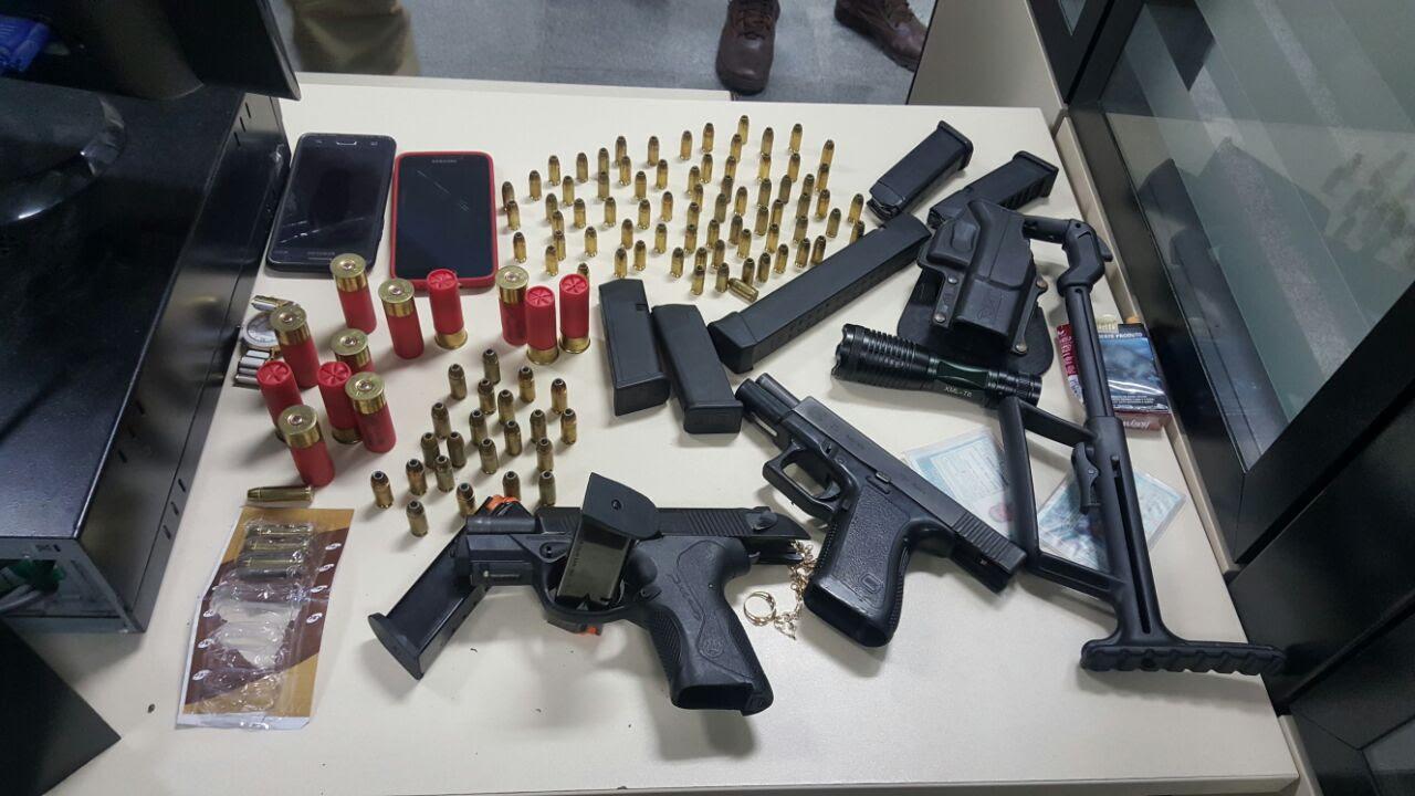 Polícia encontra arma, droga e munição em residência no bairro Santa Mônica