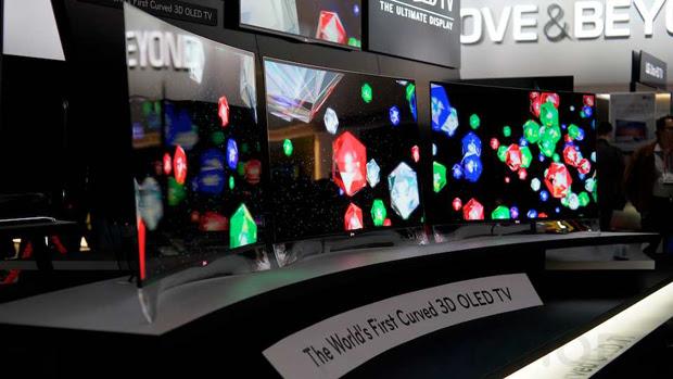 TV 3D OLED Samsung curva apresentada na CES 2012 (Foto: Reprodução / Gizmodo)
