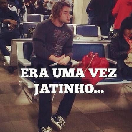 Thor Batista é fotografado em aeroporto de SP