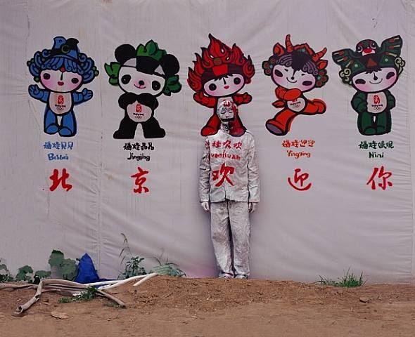 Liu Bolin, City Hiding 48 - Beijing Welcomes You