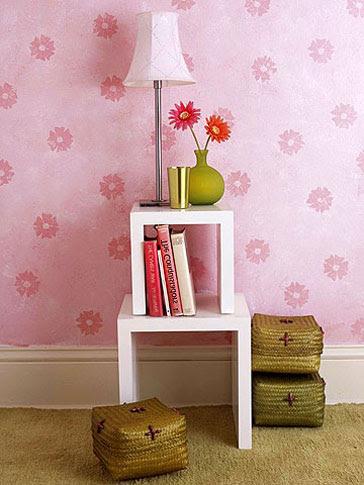 Carimbos criam padrão regular na pintura da parede