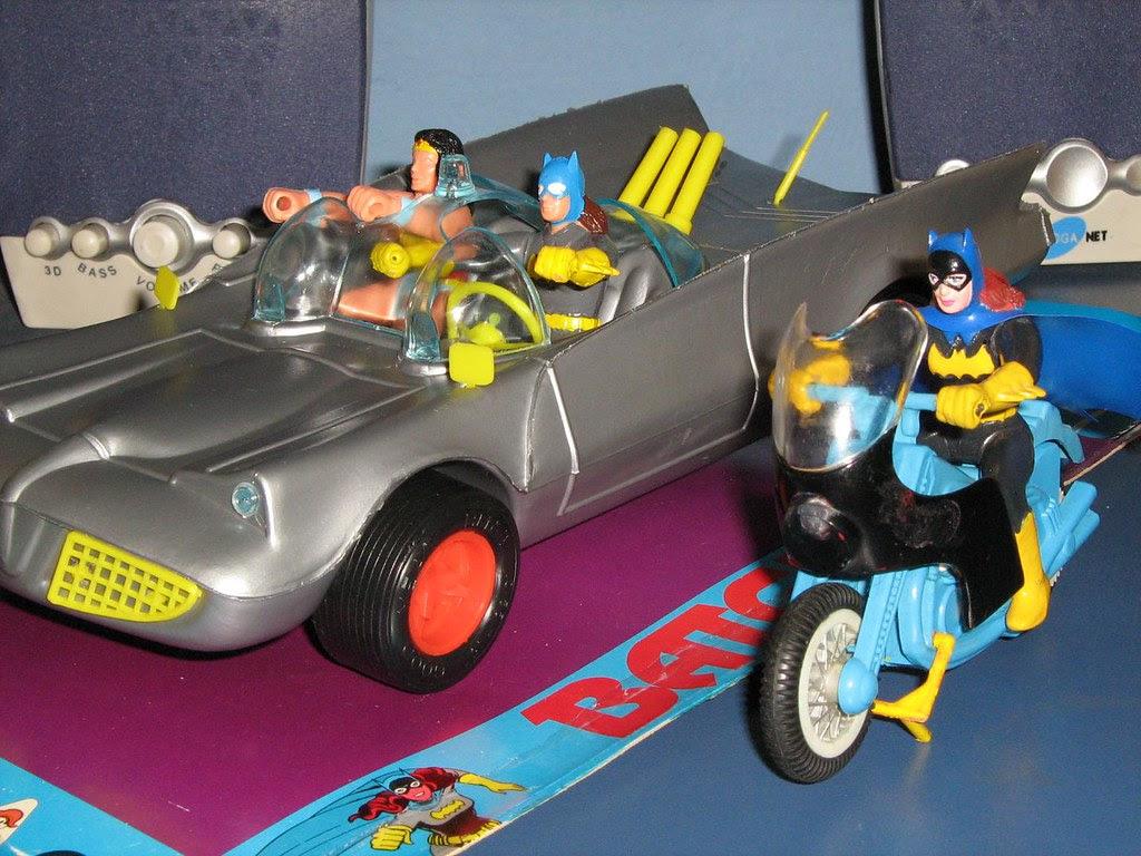 batman_batmobile_batcycle_argentina