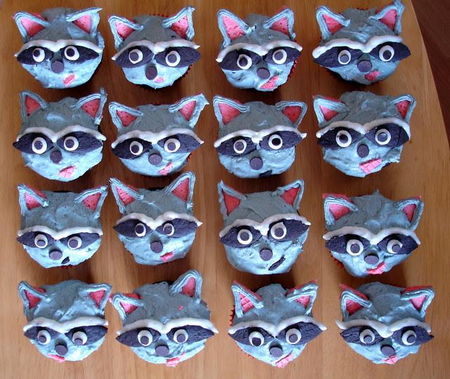raccoon cupcakes