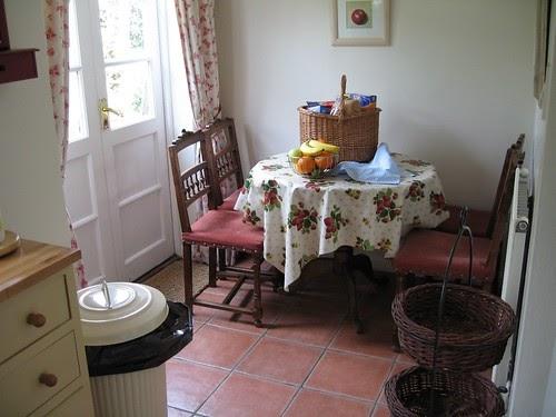 landhaus dekoration f r die k che aus stoff selber machen landhaus blog. Black Bedroom Furniture Sets. Home Design Ideas