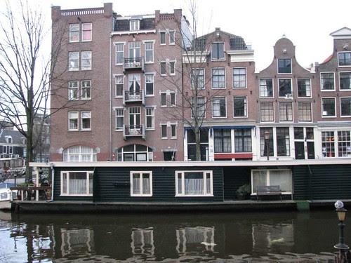 Casa barco ou casa flutuante?